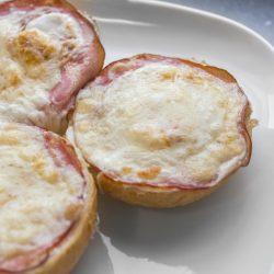 Sonkás-sajtos melegszendvics