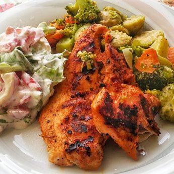 Sült csirkemell zöldség körettel recept